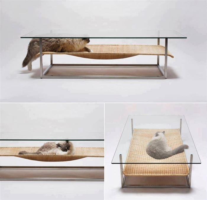 La table basse qui sert aussi de hamac pour votre chat