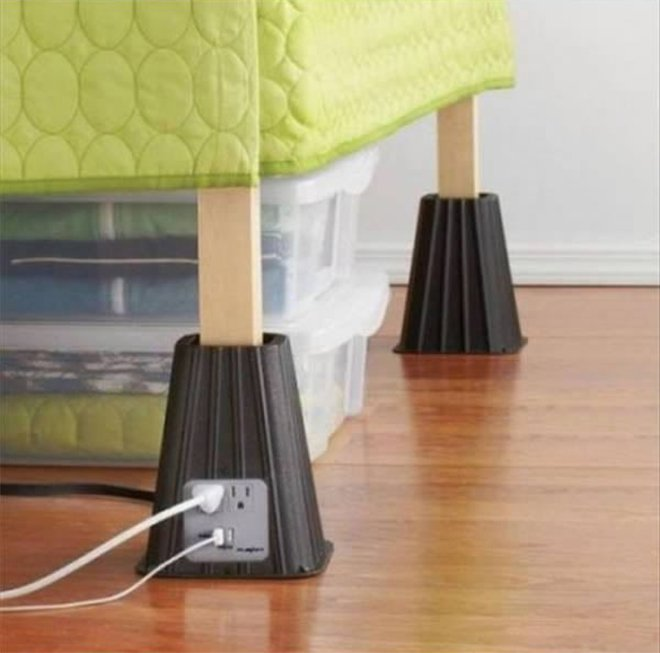 Des caches à prises pour pieds de lit