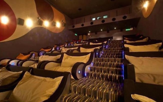 Relaxation assurée au cinéma avec des chaises ultra confortables